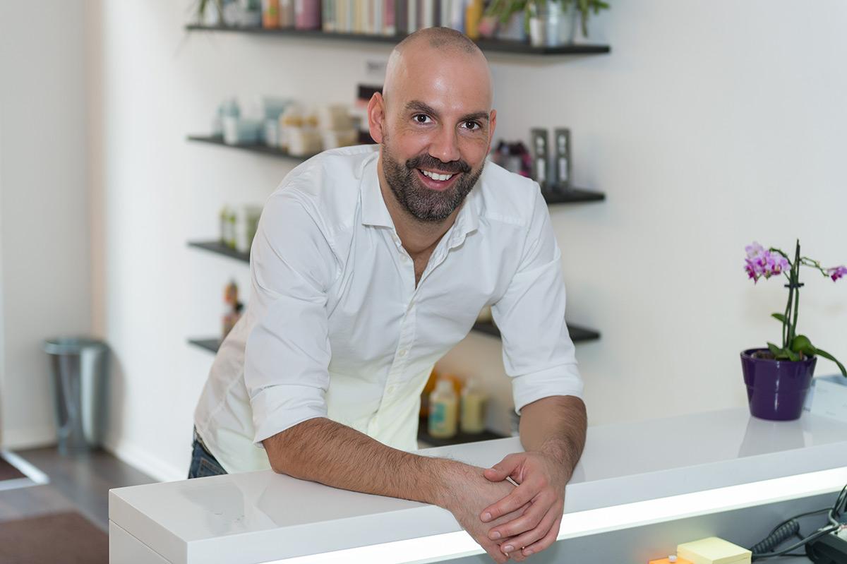 Friseur Arno Mitsch in seinem Salon